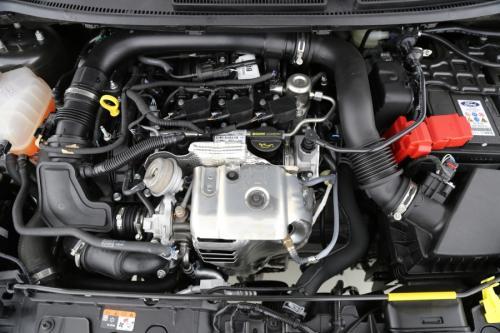 FORD Fiesta  1.0i AUTOMAAT + TITANIUM + ALU 16 + AIRCO + RADIO/CD