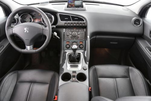 PEUGEOT 3008 ALLURE 1.6 HDI + GPS + LEDER + CRUISE + ALU 17 + PDC