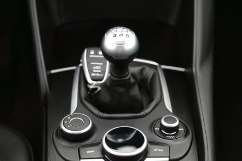 ALFA ROMEO Giulia  2.2 JTD + GPS + ALU 17 + CRUISE + PDC