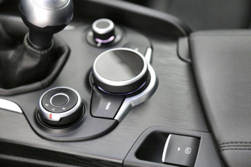 ALFA ROMEO Giulia  2.2 D + GPS + ALU 17 + CRUISE + PDC