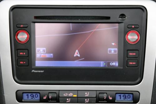 VOLKSWAGEN Eos 2.0 TDI + GPS + XENON + ALU 16 + PDC + CRUISE