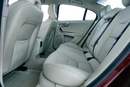 VOLVO S60 T2 AUTOMAAT + GPS + LEDER + ALU 16 + CRUISE + PDC