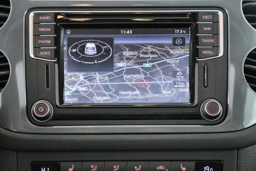 VOLKSWAGEN Tiguan SPORT / STYLE 2.0 TDI BMT + GPS + LEDER + PDC