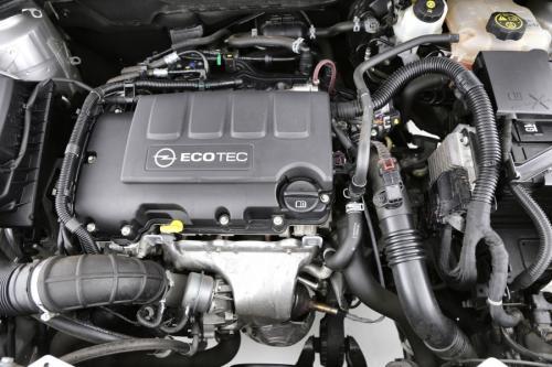 OPEL Astra ST 1.4 BENZINE + GPS + ALU 17 + PDC + CRUISE + AIRCO