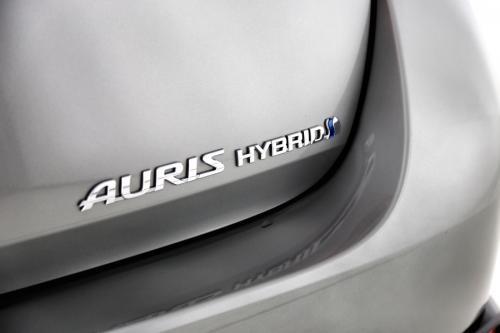 TOYOTA Auris 1.8 VVT HYBRID AUTOMAAT + GPS + TREKHAAK + ALU 17