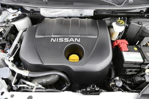 NISSAN Qashqai 1.2 DIG-T + GPS + AVM + PANO + CRUISE