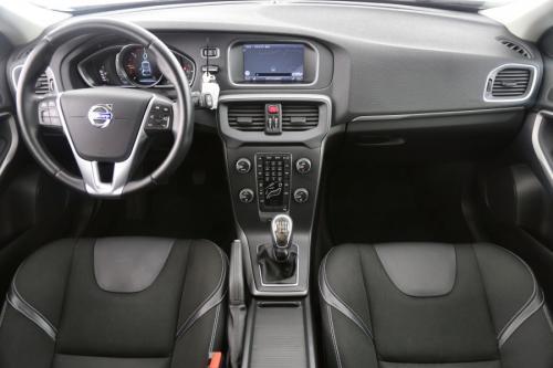 VOLVO V40 MOMENTUM 1.6 D2 + GPS + CRUISE + PDC + PANO DAK