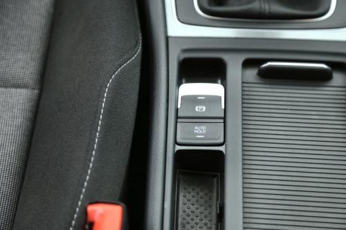 VOLKSWAGEN Golf TRENDLINE 1.6 CR TDI  + GPS  + CRUISE + PDC + ALU 16