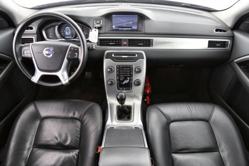 VOLVO V70 2.0 D3 MOMENTUM + GPS + LEDER + CRUISE + PDC + ALU 17