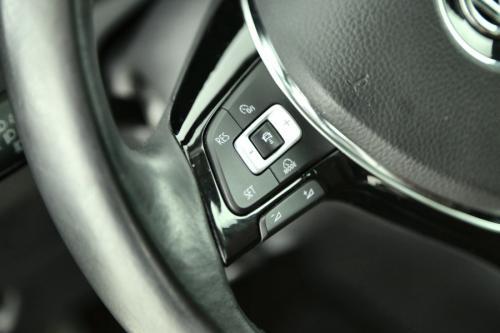 VOLKSWAGEN Golf HIGHLINE 1.6 TDI + GPS + LEDER + CRUISE + PDC