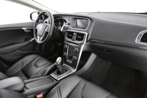 VOLVO V40 CROSS COUNTRY SUMMUM 1.2 D2 + GPS +LEDER +CRUISE + PDC