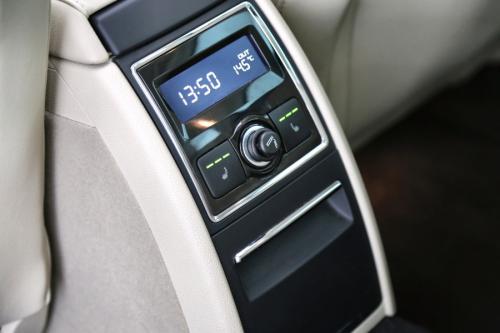 SKODA Superb COMBI ELEGANCE 2.0 TDI + GPS + PDC + CRUISE + PANO