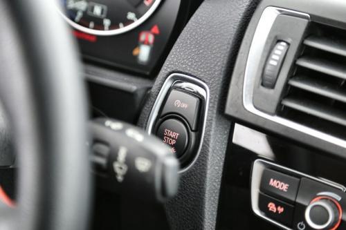 BMW 118 iA + GPS + AIRCO + CRUISE + PDC + ALU 16 + 11.050 KM