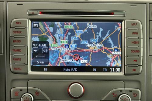FORD Kuga TITANIUM 2.0 TDCI  4X4 + GPS + LEDER + CRUISE + PDC + PANO