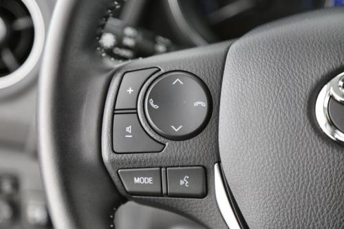 TOYOTA Auris 1.8 VVT HYBRID + A/T + GPS + AIRCO + CRUISE + CAMERA
