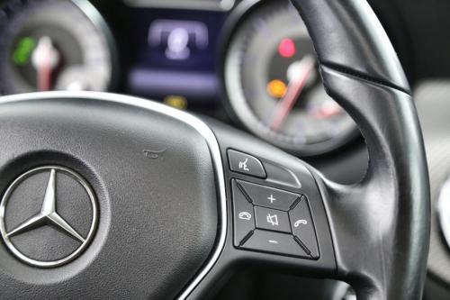 MERCEDES-BENZ GLA 200 STYLE i + LEDER + GPS + PANO DAK + CAMERA