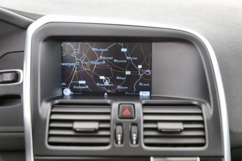 VOLVO XC60 MOMENTUM R-DESIGN 2.0 D3 + GPS + PDC + ALU 18