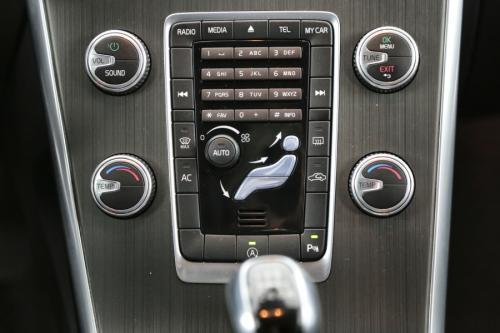 VOLVO XC60 MOMENTUM 2.0 D4 + GPS +CRUISE + PDC +TREKHAAK + ALU 17