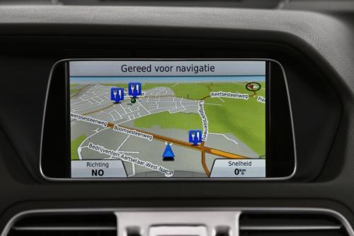 MERCEDES-BENZ E 220 CABRIO BLUETEC + A/T + GPS + LEDER + CAMERA