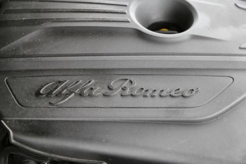 ALFA ROMEO Giulia 2.2 JTDM SUPER + NAVI + LEDER + CRUISE + PDC