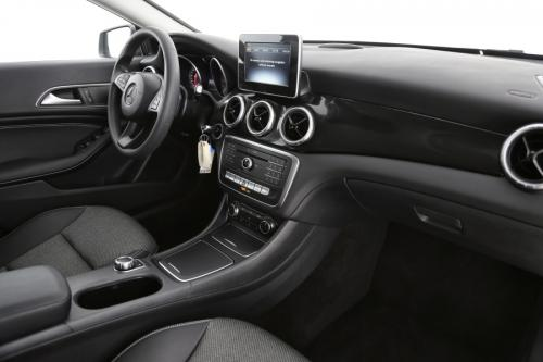 MERCEDES-BENZ CLA 200 SHOOTING BRAKE + NAVI + 1/2 LEDER + ALU 17