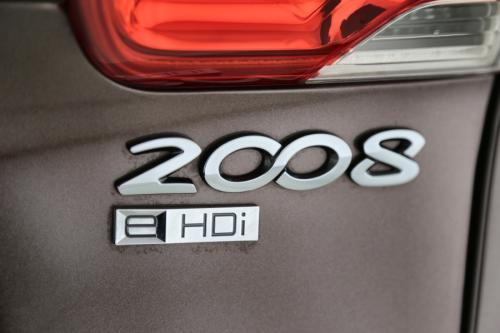 PEUGEOT 2008 ALLURE 1.6 e-HDI + A/T + GPS +CRUISE + PDC + ALU 16