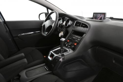 PEUGEOT 5008 ALLURE 1.6 e-HDI + A/T + GPS + CRUISE + TREKAAK + 7 PL.