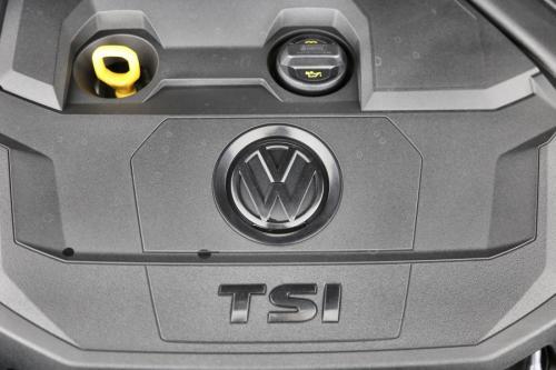 VOLKSWAGEN Tiguan 1.5 TSI + GPS + VERWARMDE ZETELS + PDC