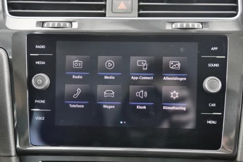 VOLKSWAGEN Golf 1.0 TSI TRENDLINE + GPS APP CONNECT + PDC + LYON VELG