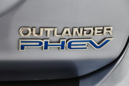 MITSUBISHI Outlander 2.0 COMFORT + GPS + LEDER + CAMERA + PANO DAK + TREKHAAK