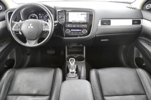 MITSUBISHI Outlander 2.0 PHEV + GPS + LEDER + CAMERA + PANO DAK