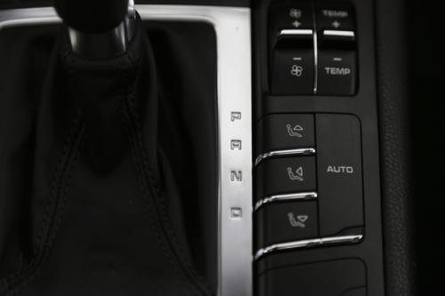 PORSCHE Macan S 3.0d + A/T + GPS + LEDER + CRUISE + PDC + ALU 19 + PANO DAK