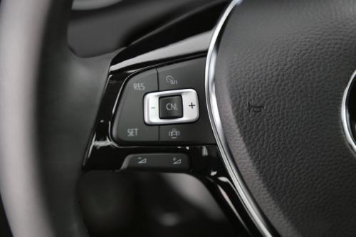 VOLKSWAGEN Golf 1.0 TSI TRENDLINE + GPS VIA APP CONNECT + PDC