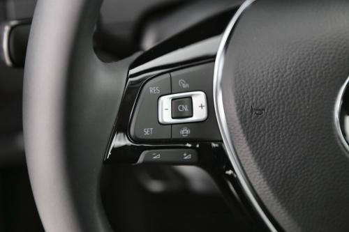 VOLKSWAGEN Golf 1.0 TSI TRENDLINE + GPS VIA APP-CONNECT + PDC