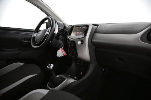 TOYOTA Aygo X-PLAY + CAMERA + AIRCO + BLUETOOTH