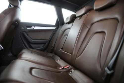 AUDI A4 Avant  AVANT Ultra  2.0 TDI + GPS + LEDER + AIRCO + CRUISE + PDC + ALU 16 + XENON