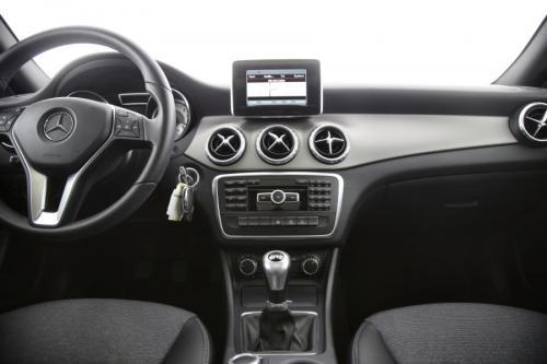 MERCEDES-BENZ GLA 180 Style CDI + GPS + AIRCO + CRUISE + PDC + PANO DAK + ALU 17