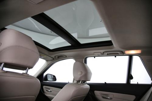 BMW 320 TOURING  + GPS + LEDER + PDC + PANO DAK + ALU
