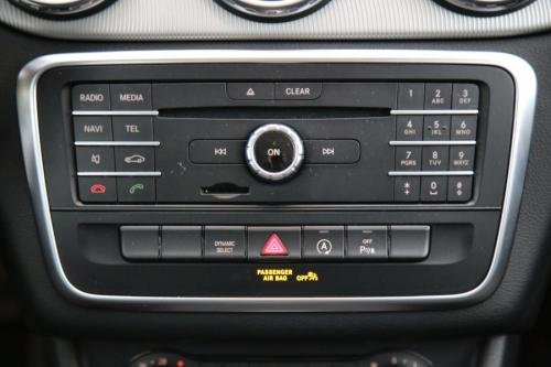 MERCEDES-BENZ GLA 180 Urban d 7G-DCT + GPS + AIRCO + CRUISE + PDC + ALU 18 + XENON + TREKHAAK