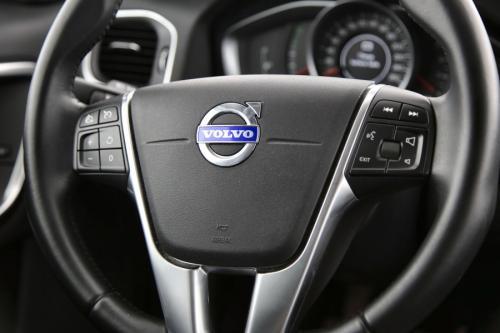 VOLVO V60 Momentum 1.6D2 + GPS + LEDER + AIRCO + CRUISE + PDC + ALU 17