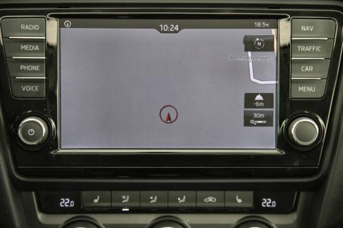 SKODA Octavia Style 1.6 TDI GreenTec + GPS + LEDER + CRUISE + PDC + CAMERA + ALU 17 +  XENON + TREKHAAK