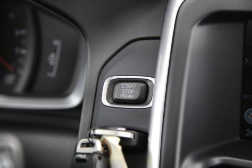 VOLVO XC60 Kinetic 2.0D3 + GPS + AIRCO + CRUISE + PDC + ALU 17