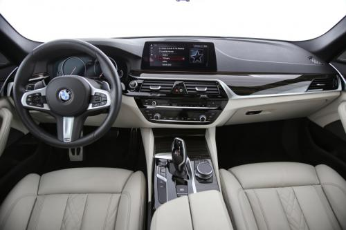 BMW 520 dA xDRIVE TOURING M SPORT + AUTOMATIC + HEAD UP + ADAPTIVE LED + PANORAMA + COMFORT ACCESS + HARMAN KARDON + ADAPTIVE CRUISE CONTROL + COMFORT SEAT