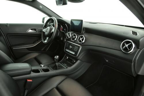 MERCEDES-BENZ GLA 200 Style i + GPS + LEDER + AIRCO + CRUISE + PDC + CAMERA + ALU 17 + XENON