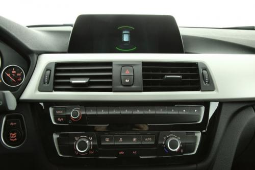 BMW 318 318i TOURING + GPS + LED + PDC + ALU 17