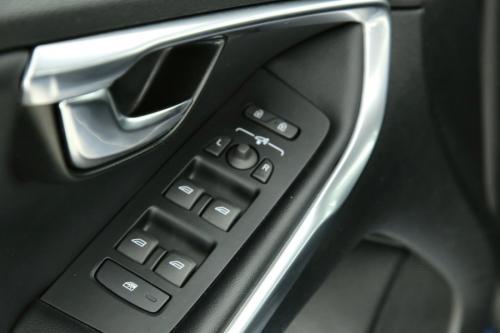 VOLVO V40 R-Design 2.0D3 + GPS + AIRCO + CRUISE + PDC + ALU 16 + XENON