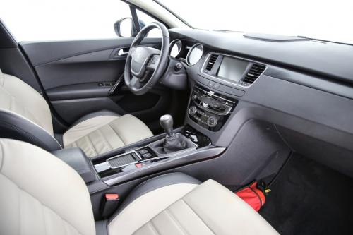 PEUGEOT 508 Allure 2.0 BlueHDI + GPS + LEDER + CRUISE + PDC + CAMERA + TREKHAAK + ALU 17