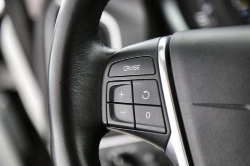 VOLVO XC60 Summum 2.0D4 + GPS + LEDER + AIRCO + CRUISE + PDC + ALU 18