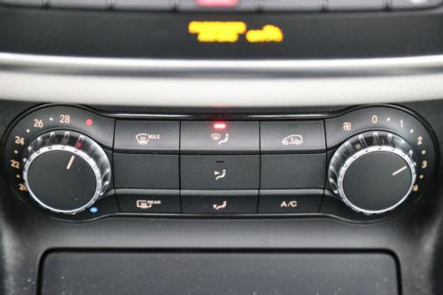 MERCEDES-BENZ GLA 200 Urban cdi + GPS + LEDER + AIRCO + CRUISE  + PANO DAK + ALU 18