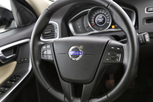 VOLVO V60 CROSS COUNTRY Cross Country Kinetic 2.0D3 + GPS + LEDER + AIRCO + CRUISE + PDC + CAMERA + ALU 16